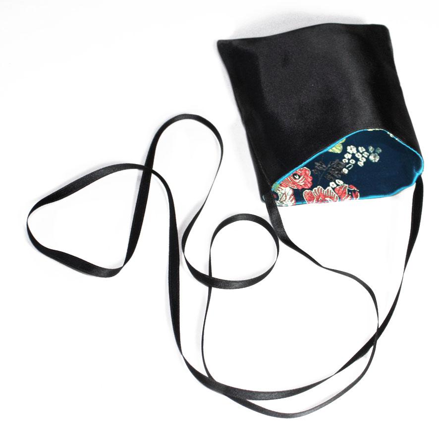 tactilotics-accessoire-textile-poche-noir-turquoise-entiere