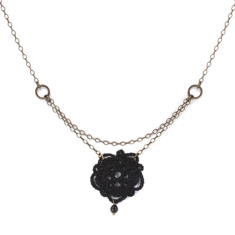 collier-luna-noir-tactilotics